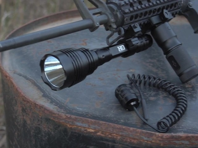 HQ ISSUE 820-lumen Extreme Tactical Light - image 1 from the video
