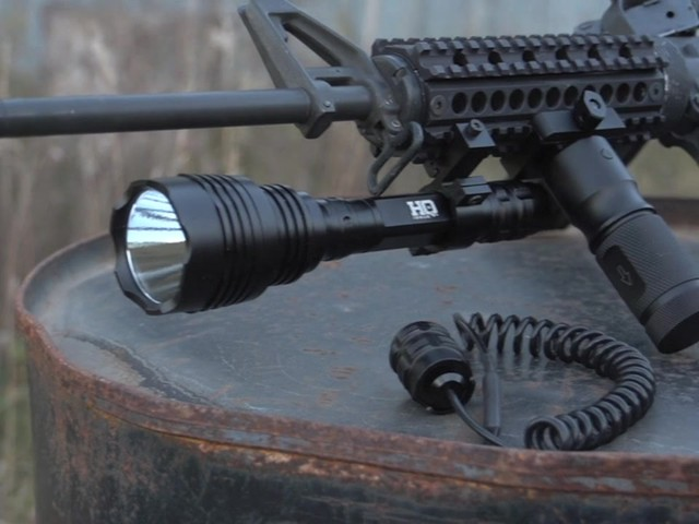 HQ ISSUE 820-lumen Extreme Tactical Light - image 10 from the video