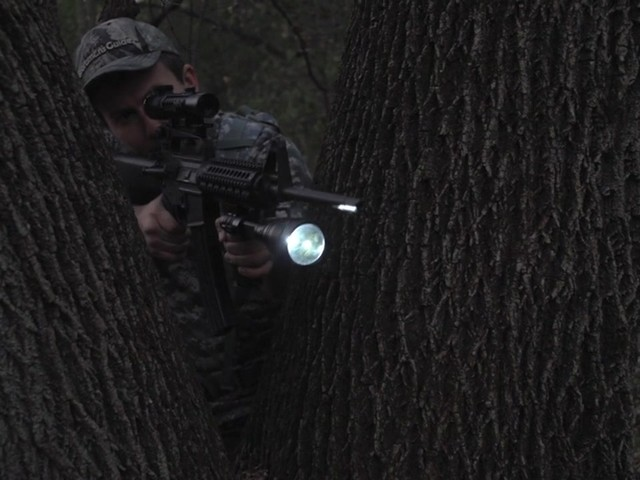 HQ ISSUE 820-lumen Extreme Tactical Light - image 4 from the video