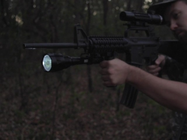 HQ ISSUE 820-lumen Extreme Tactical Light - image 5 from the video