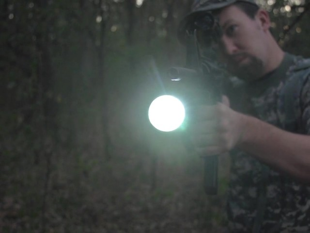 HQ ISSUE 820-lumen Extreme Tactical Light - image 6 from the video