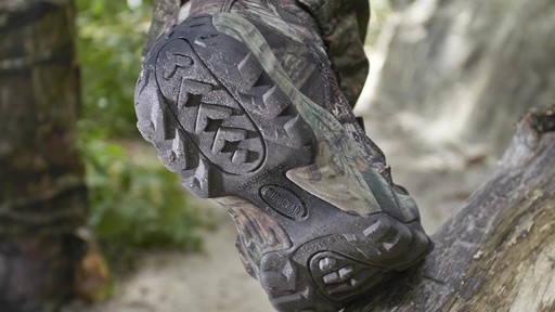 Guide Gear Guidelight II Men's Hunting Boots 400 Gram Thinsulate Mossy Oak Camo - image 7 from the video