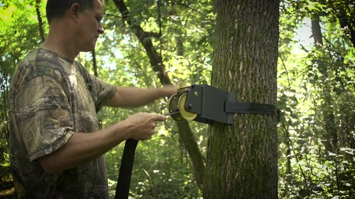 Guide Gear Ladder Tree Stand Installation Hoist System - image 4 from the video