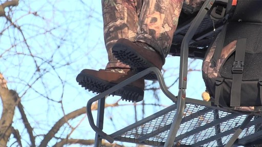 Guide Gear Men's Insulated Hunting Boots Waterproof Thinsulate 400 gram - image 10 from the video