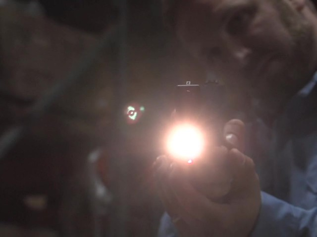 HQ ISSUE™ Laser / Light Combo       - image 9 from the video