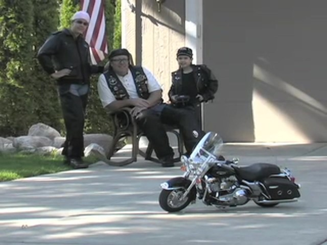 Harley - Davidson® Road King Radio - controlled Scale Model Motorcycle - image 10 from the video