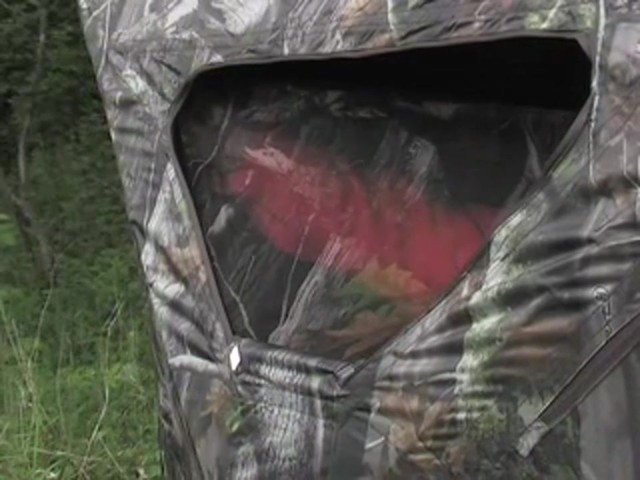 True Timber® Deluxe 5 - hub Ground Blind - image 5 from the video