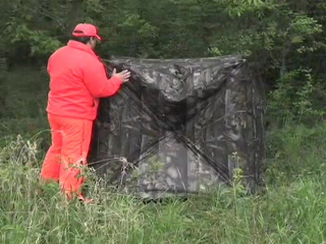 True Timber® Deluxe 5 - hub Ground Blind - image 9 from the video