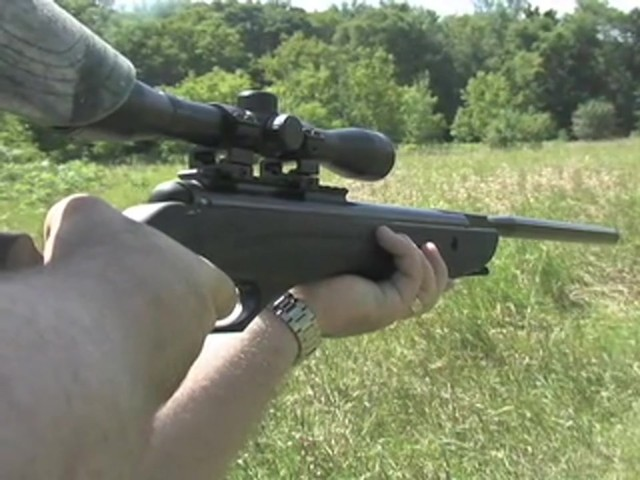 Venom Nitro - Piston™ .177 - cal. Air Rifle with 4x32 mm Scope - image 7 from the video