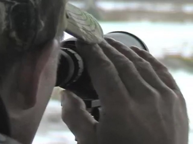 Minox® 16 - 30x50 mm Spotter Matte Black - image 7 from the video