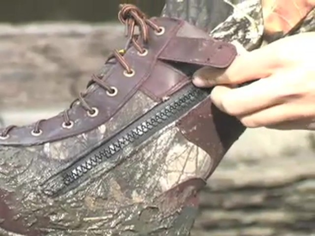 """Men's 9"""" Guide Gear® Waterproof 1000 gram Thinsulate™ Ultra Insulation Side - zip Boots Realtree® Hardwoods Gr - image 7 from the video"""