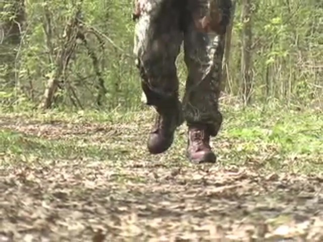 """Men's 9"""" Guide Gear® Waterproof 1000 gram Thinsulate™ Ultra Insulation Side - zip Boots Realtree® Hardwoods Gr - image 8 from the video"""