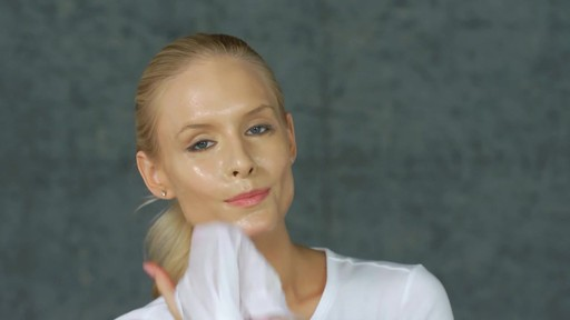 EVE LOM The Cleanser - image 9 from the video