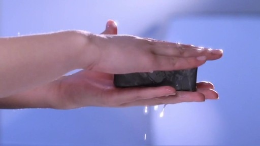 Erno Laszlo Ritual | Step 1: Cleanse - image 4 from the video