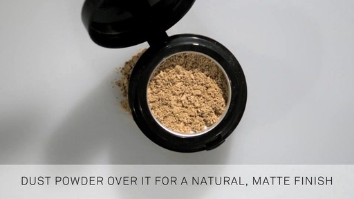 Smashbox Pore Minimizing Primer - image 4 from the video