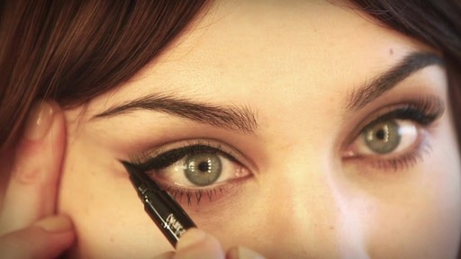 [Eyeko] Alexa Chung Cat Eye Tutorial - image 4 from the video