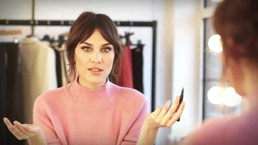 [Eyeko] Alexa Chung Cat Eye Tutorial - image 5 from the video
