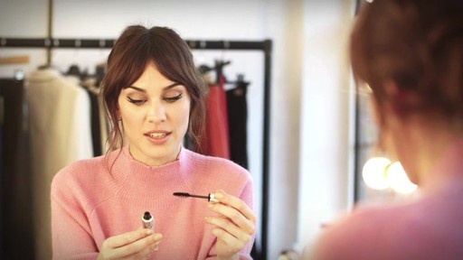 [Eyeko] Alexa Chung Cat Eye Tutorial - image 7 from the video