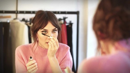 [Eyeko] Alexa Chung Cat Eye Tutorial - image 8 from the video