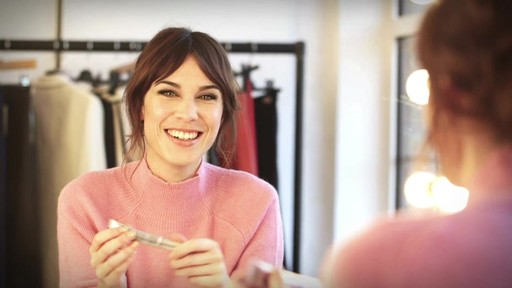 [Eyeko] Alexa Chung Cat Eye Tutorial - image 9 from the video
