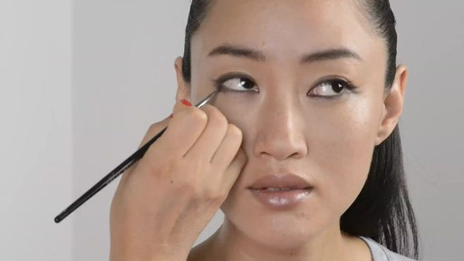 Soft Double Winged Eyeliner Look - image 3 from the video