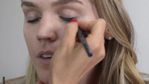 Romy's Tips: Navy Eyeliner - image 2 from the video