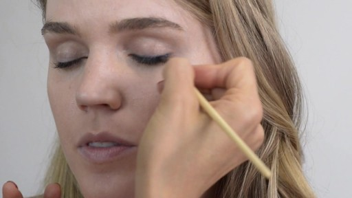 Romy's Tips: Navy Eyeliner - image 3 from the video