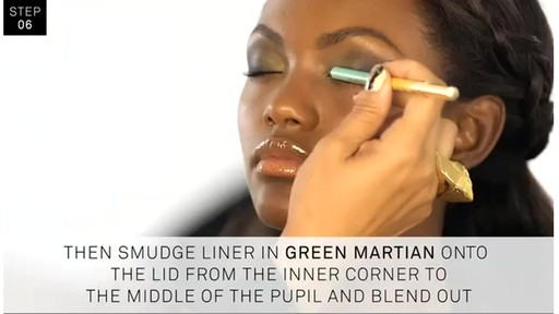 Smashbox Santigolden Makeup Look #1 - image 8 from the video