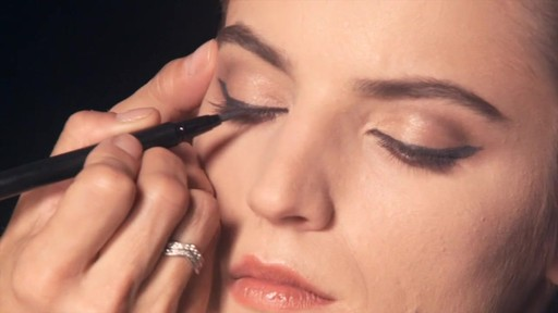 NARS Artistry Sessions : NARS Eyeliner Stylo Iconic Look - image 5 from the video