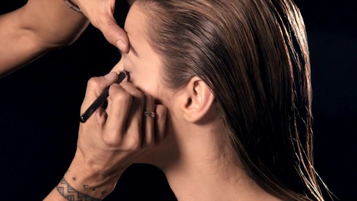 NARS Artistry Sessions : NARS Eyeliner Stylo Kristen Look - image 4 from the video
