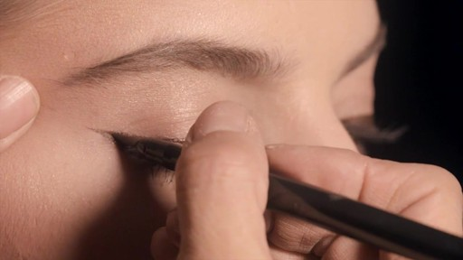 NARS Artistry Sessions : NARS Eyeliner Stylo Modern Look - image 7 from the video