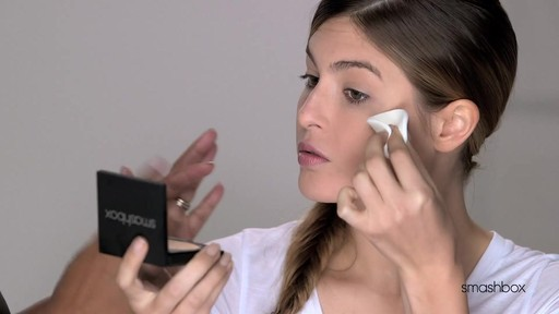 Smashbox Photo Filter Powder Foundation - image 6 from the video