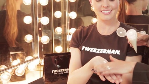 How to achieve perfect nails by Tweezerman - image 9 from the video