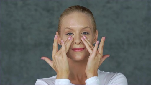Eve Lom Special Cleanser Facial - image 6 from the video