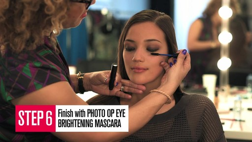 Smashbox: The Ultimate Matte Smoky Eye Makeup Tutorial - image 6 from the video