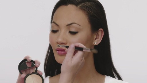 Laura's Beauty Recipes: Highlighting in 3 Easy Steps - image 7 from the video