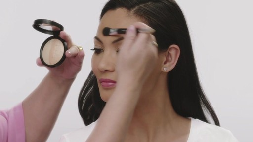 Laura's Beauty Recipes: Highlighting in 3 Easy Steps - image 9 from the video