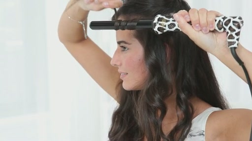 amika: loose curls with 19mm curling wand - image 4 from the video