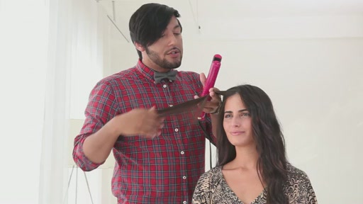 Use amika™ Ceramic Styler To Get Straight, Wavy or Curly Hair - image 4 from the video
