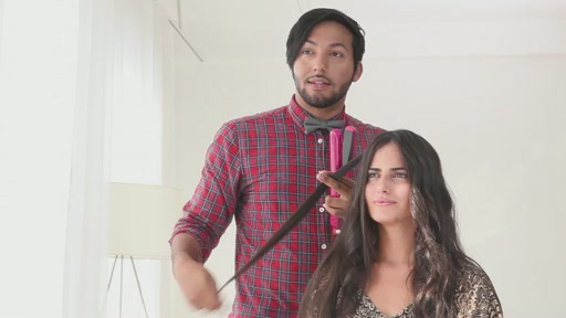 Use amika™ Ceramic Styler To Get Straight, Wavy or Curly Hair - image 7 from the video