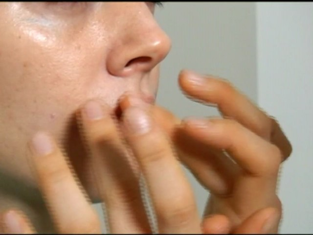Darphin Eye Care - image 4 from the video