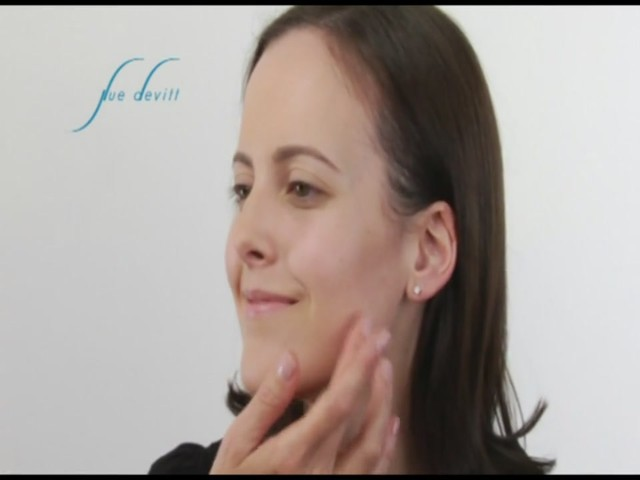 Sue Devitt 70% Triple Seaweed Gel Foundation - image 5 from the video