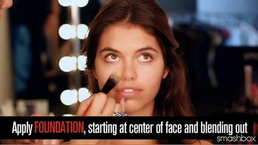 Smashbox Complexion Perfection Kit: Medium - image 5 from the video