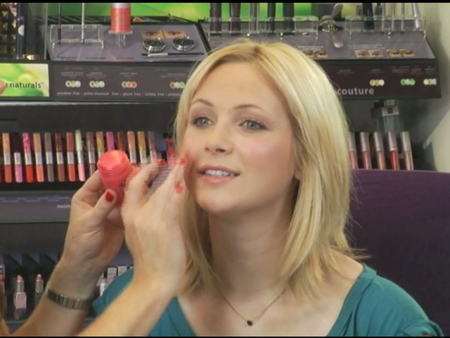tarte: Quick and easy makeup - image 4 from the video