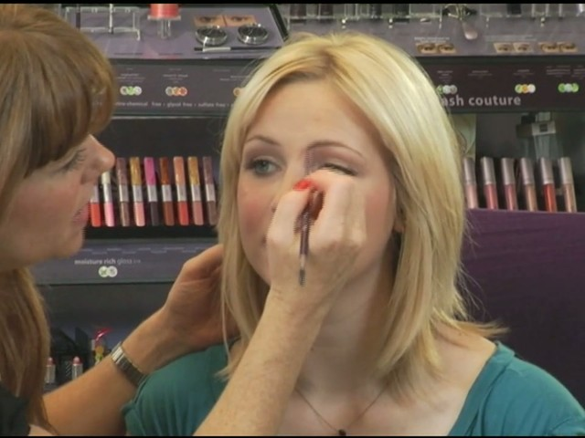tarte: Quick and easy makeup - image 6 from the video