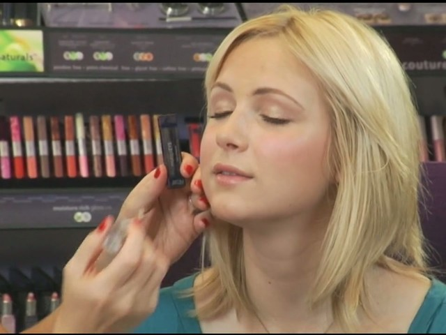 tarte: Quick and easy makeup - image 9 from the video