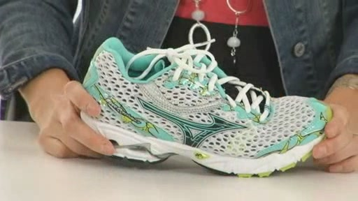 Mizuno Wave Precision 11 - image 4 from the video
