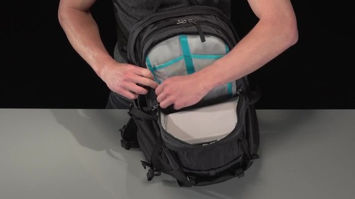 Thule EnRoute Escort 2 Daypack 27L - image 5 from the video