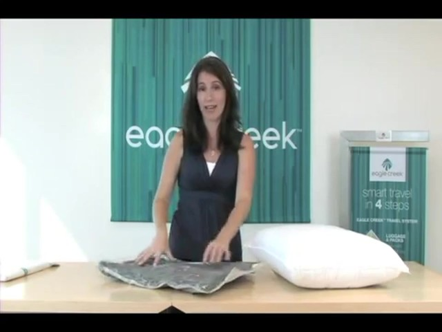Eagle Creek Pack-It® Compression Set - image 9 from the video