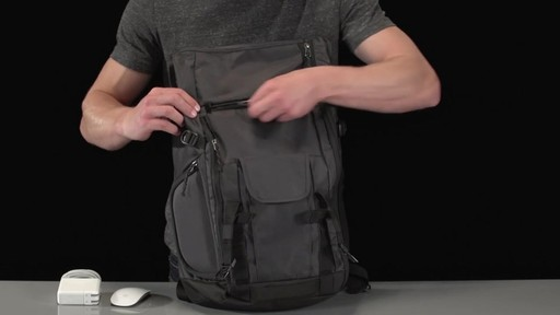 Thule Subterra Daypack - image 6 from the video